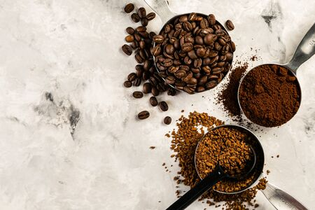 Coffee concept - beans, ground, instant, capsules marble background top view 免版税图像