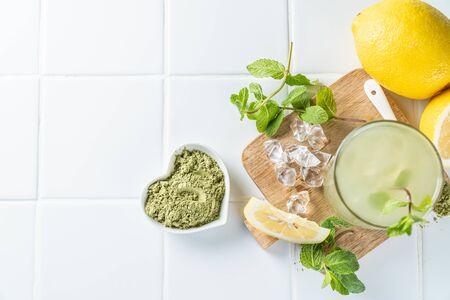 Green matcha lemonade on white background 版權商用圖片