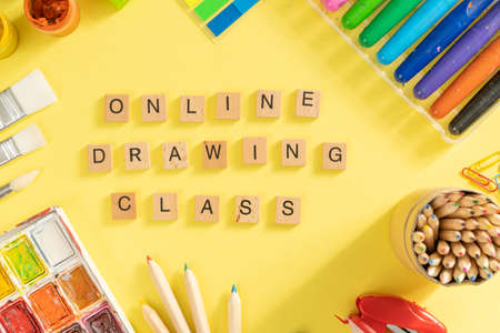 Online drawing class concept - supplies on bright background Banque d'images