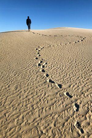 Footprints on sand dune Banco de Imagens
