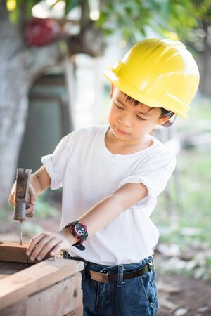 inspector kid: Little engineer , concept carpenter