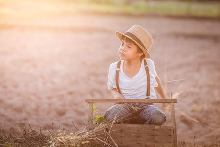 portrait kids keeping flowergrass Imagens