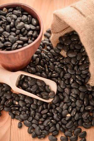 vigna: Vigna mungo or black beans with wooden scoop