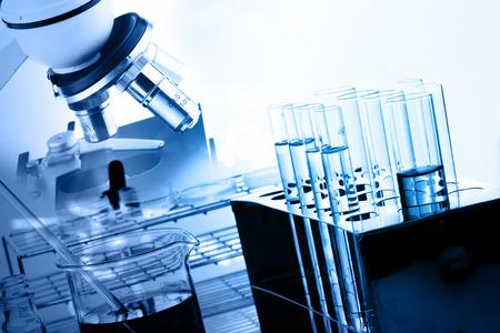 Vetreria di laboratorio contenente liquido chimico, ricerca scientifica Archivio Fotografico - 45135167