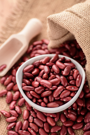 frijoles rojos: Red Kidney beans or red beans in white ceramic bowl