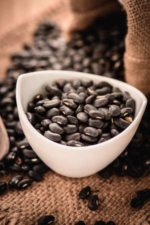 vigna: Vigna mungo or black beans with wooden spoon