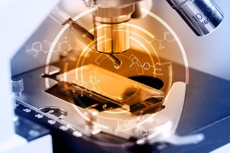科学者の研究室研究概念化学方程式と顕微鏡に薬液をドロップ 写真素材