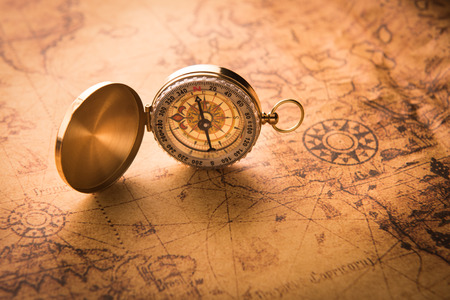 Compass on old map style vintage Banque d'images