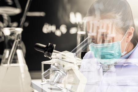 equipos medicos: uso cient�fico microscopio con equipos y experimentos cient�ficos, la investigaci�n en ciencias