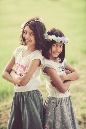 Portrait image of two little girls twins playing in the farm Banque d'images