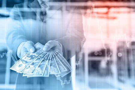 お金手、米ドル (USD) 手形 - 投資、成功、収益性の高いビジネス concepts.with 株価チャート、投資コンセプトを持つ実業家。