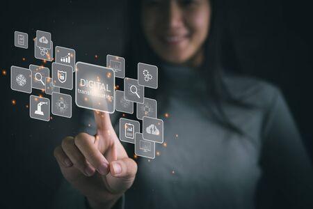Estrategia de tecnología de transformación digital, digitalización y digitalización de procesos y datos comerciales, optimización y automatización de operaciones, gestión de servicio al cliente, internet y computación en la nube Foto de archivo