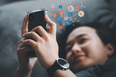 Asian woman Are using their smartphones happily. Online Social Concepts and Modern Life. Online shopping, information finding, online meetings, social media Archivio Fotografico
