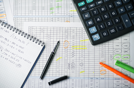 Tables with accounting calculations, paper with records, calculator, pen and highlighter Banque d'images - 102625844