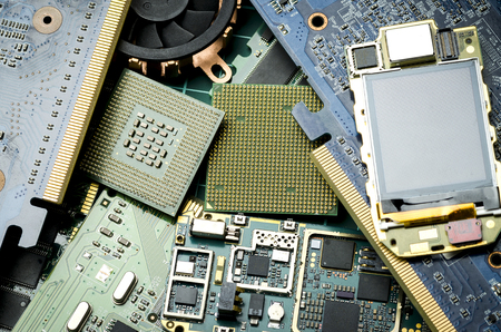 Old electronic boards for extraction of precious metals, close-up Banque d'images - 106008098