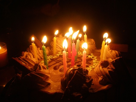 gateau anniversaire: birthday cake and sweet candle light in the dark