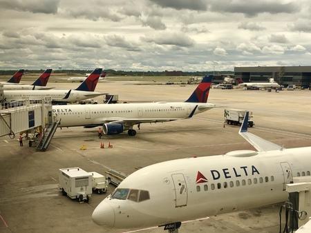 Atlanta,Georgia USA - Sep 16,2018 - Delta airplanes are lined up in Hartsfield Jackson Atlanta International airport. Publikacyjne