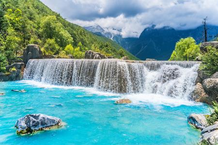 麗江ブルー ムーン渓谷ホワイトウォーター川の風景 写真素材