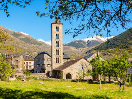 Romanesque church of Erill la Vall in the Catalan Pyrenees, Spain Banque d'images