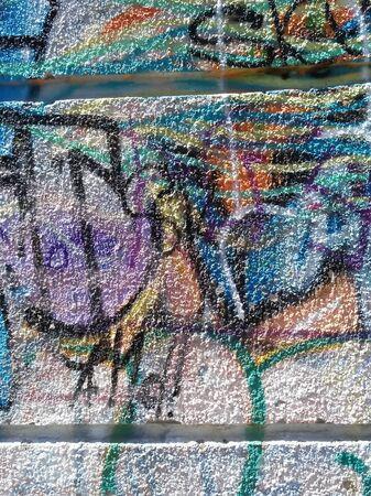 Abstracción del color del graffiti en la pared del yeso Foto de archivo - 80616320