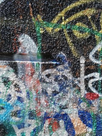 Abstracción del color del graffiti en la pared del yeso Foto de archivo - 80616324