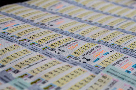 Bangkok, Tailandia, junio 25,2019: venta de lotería tailandesa en la calle, lotería del gobierno tailandés