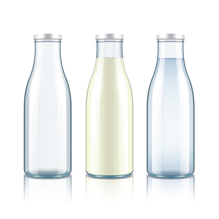 우유, 물, 빈 유리 병 흰색으로 격리