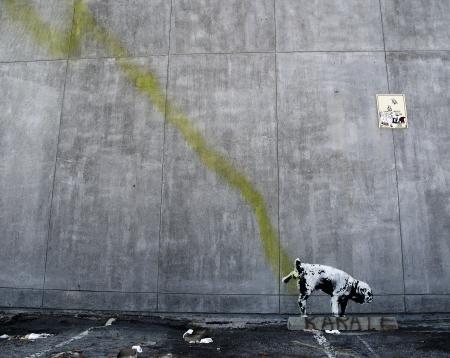 LOS ANGELES, USA - OCTOBER 17  Banksy graffiti on a wall  Pissing dog  on October 17, 2011 in Los Angeles  Banksy Sajtókép