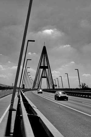 moderne br�cke: Der Verkehr auf moderne Br�cke Lizenzfreie Bilder
