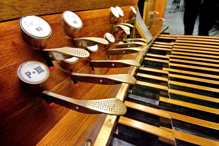 pedals: Pedals of an old brown organ