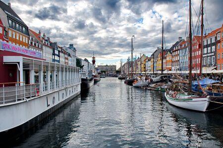 danmark: Port of Nyhavn in Copenhagen, Danmark Editorial