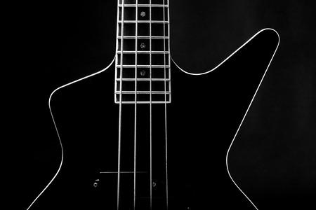 Lichaam van een klassieke zwarte basgitaar
