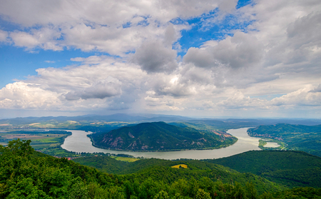 Bend of Danube river in Predikaloszek, Hungary 免版税图像