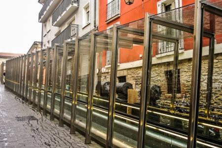 alava: Escaleras mec�nicas en el casco antiguo de Vitoria, �lava, Espa�a Foto de archivo