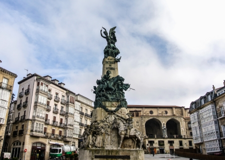 alava: Un monumento de la Batalla de Vitoria en la Plaza de la Virgen Blanca de Vitoria, �lava, Espa�a