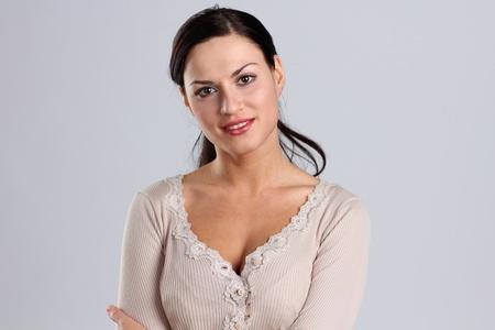 um jovem mulher só: Retrato da mulher bonita