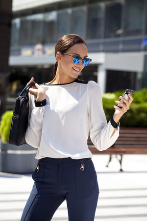 Young beautiful business woman calling by phone Standard-Bild