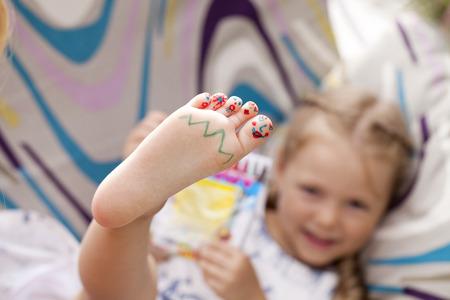 fußsohle: Körperteil, Gemaltes childrens Finger Füße Lizenzfreie Bilder