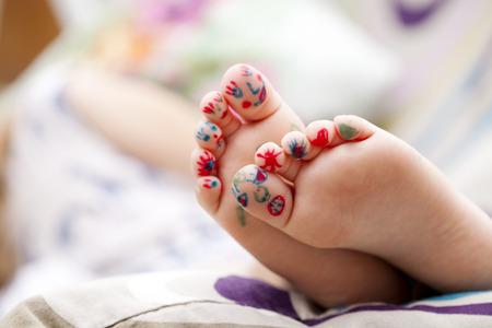 pie bebe: Parte del cuerpo, niños pintados dedos pies