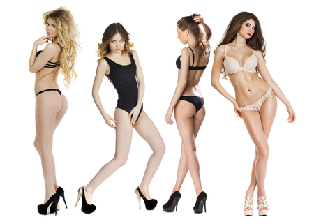 girl naked: Los ensayos con modelo, Cuatro mujeres delgadas jóvenes posando en ropa interior sexy, fondo blanco aislado