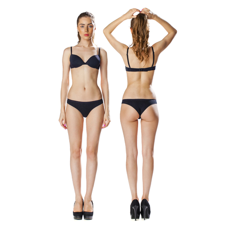 desnudo de mujer: Retrato en pleno crecimiento, dos hermosas modelos en ropa interior negro, rubia y morena, delantera y trasera, aislado en fondo blanco