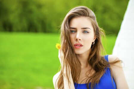 bright eyed: Close up portrait of a beautiful brunette woman, outdoors