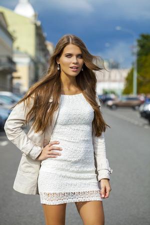 vestido blanco: Portrait close up of young beautiful woman in white dress Foto de archivo