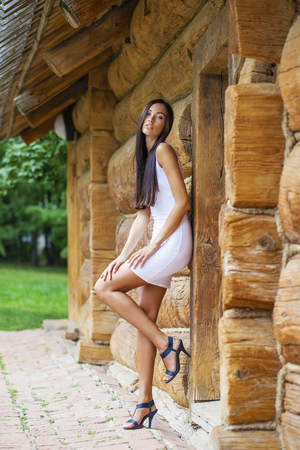 vestido blanco: Portrait in full growth, sexy young woman in white dress