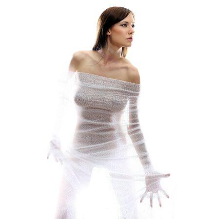 desnudo: El cuerpo de una hermosa mujer desnuda a trav�s de la tela transparente sobre un fondo blanco