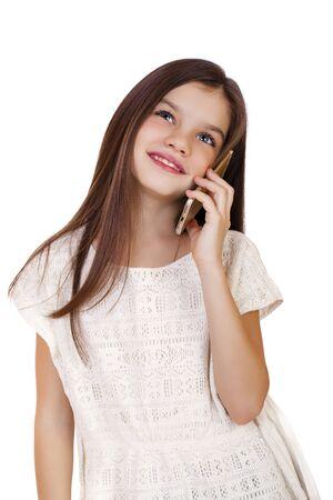 colegiala: Retrato de la morena Colegiala cauc�sica llamando por tel�fono, aislado en fondo blanco