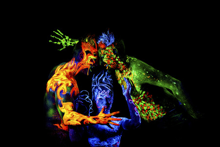 火、土地および空気。紫外線、4 つの要素、黒い背景に分離で輝くボディー アート 写真素材