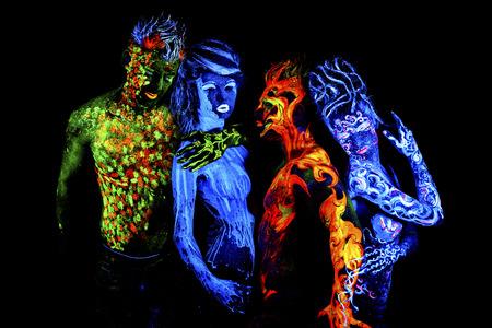 Cuatro elementos. brillante arte del cuerpo a la luz ultravioleta, aislado sobre fondo negro Foto de archivo