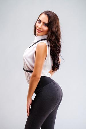 grosse fesse: Gros cul sexy. Gros plan du visage. Jeune femme arabe Banque d'images