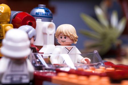 RUSLAND, 12 april 2018. Constructor Lego Star Wars. Aflevering IV, Dit zijn niet de droids die je zoekt. Fragment uit de Obi-Wan Kenobi Stockfoto - 99674553